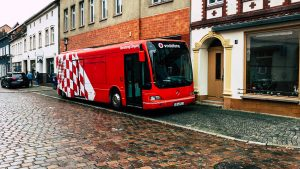 roter Promotionbus